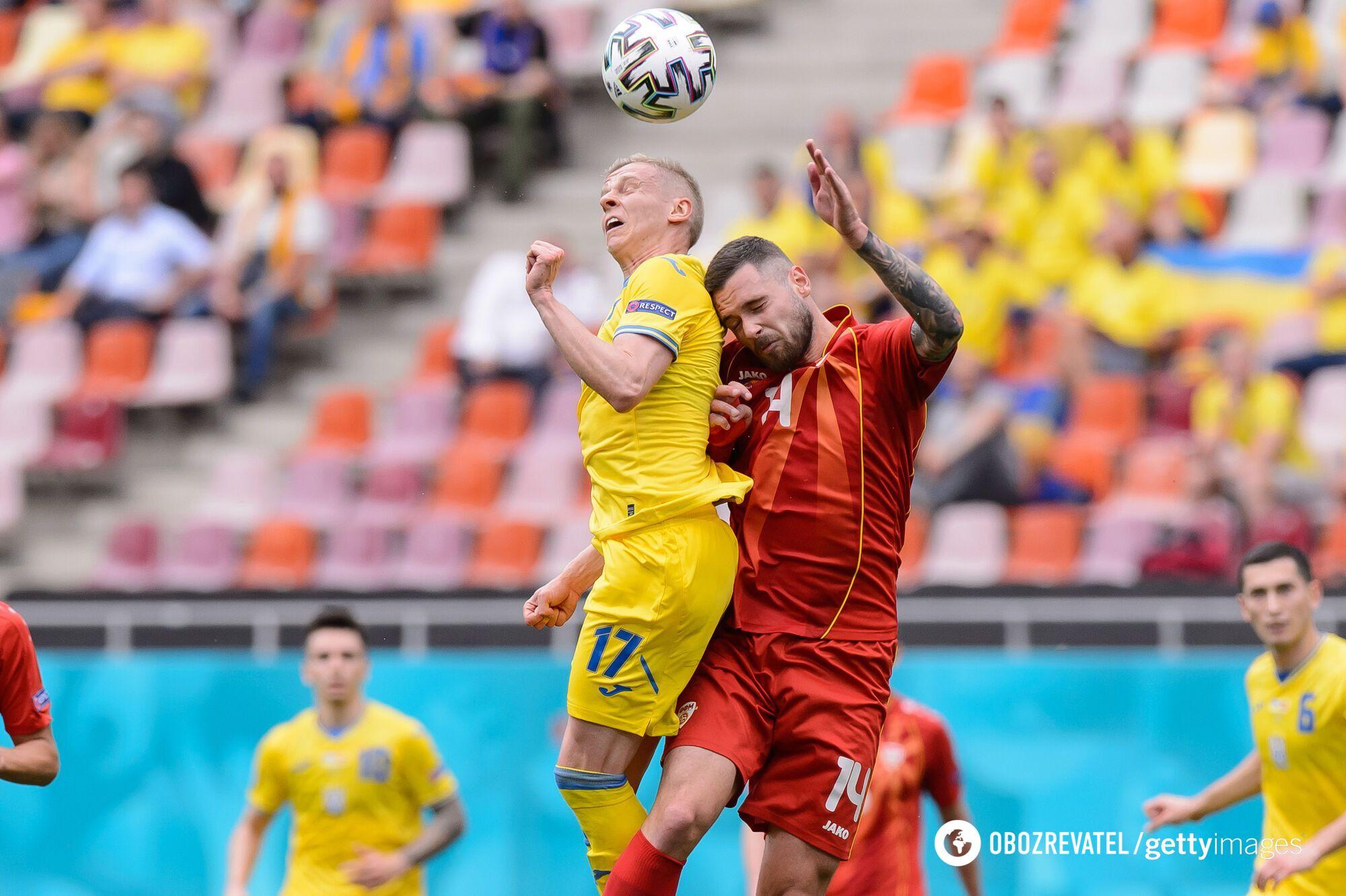 Борьба в матче Украина – Македония.
