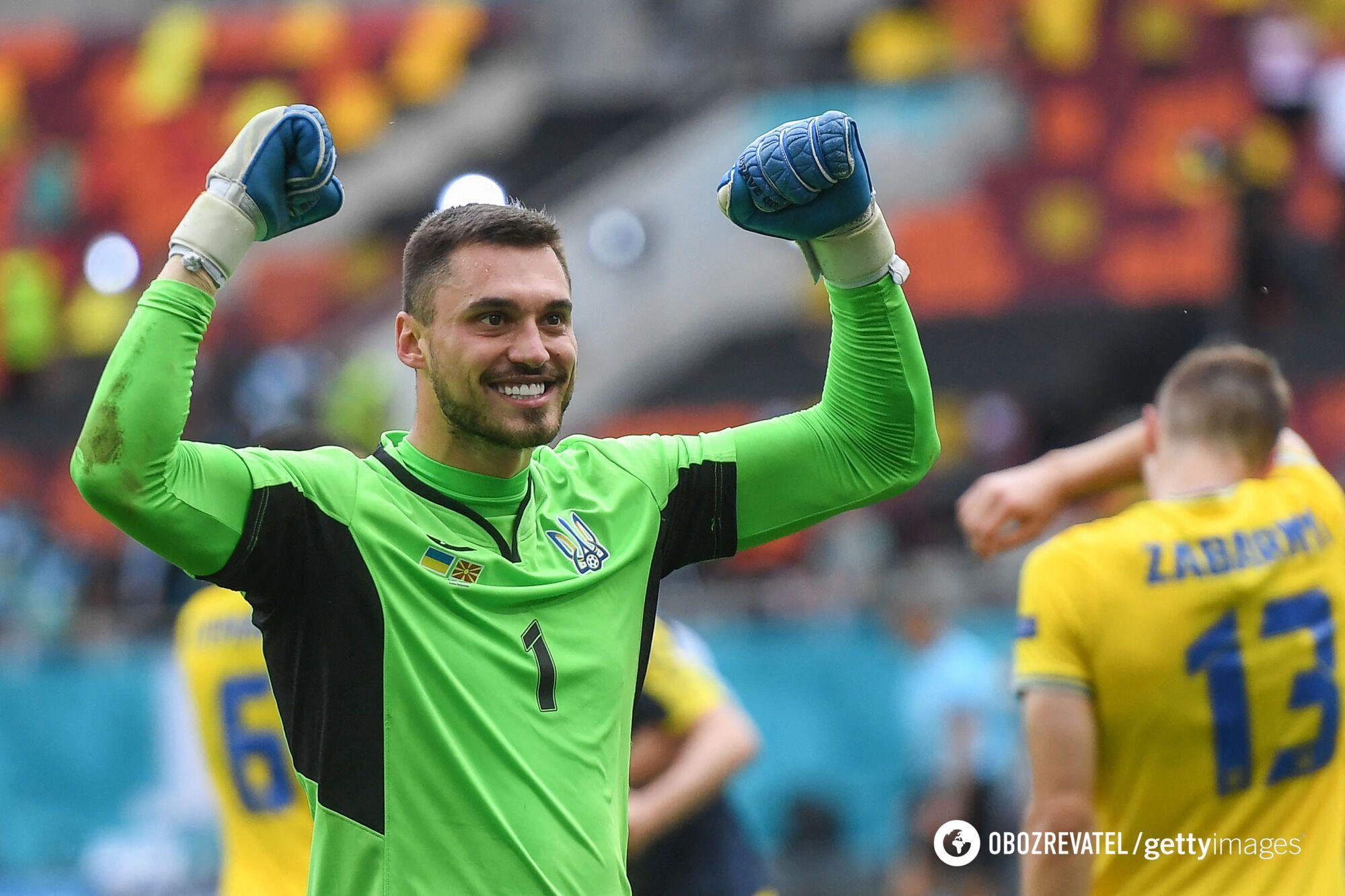 Вратарь украинцев Георгий Бущан.