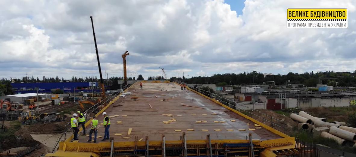 Під час заливки плити використано понад 1 тис тонн бетону