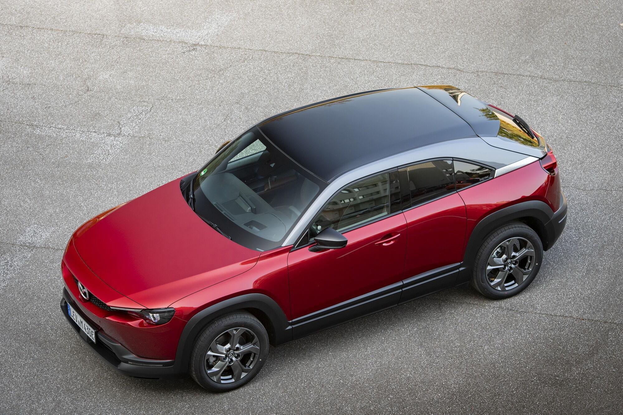 Перший серійний електромобіль марки – кросовер Mazda MX-30