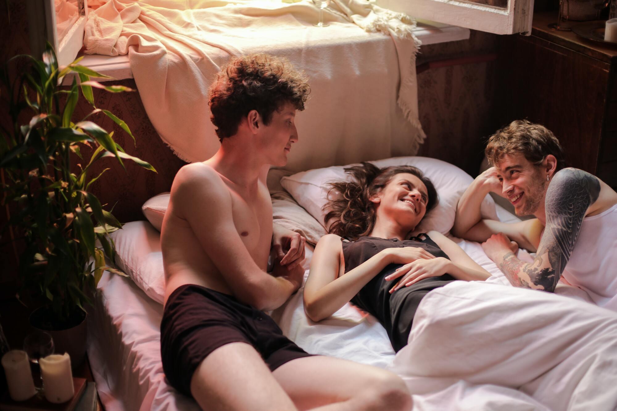 Нет ничего страшного, если женщина пытается лучше узнать свои потребности в сексе с разными партнерами