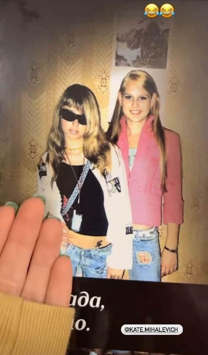 Дорофеева в юные годы с подругой