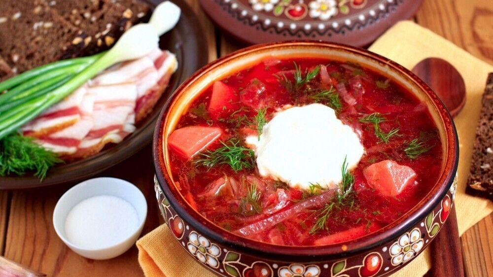 На обід обов'язково їли першу рідку страву суп або борщ