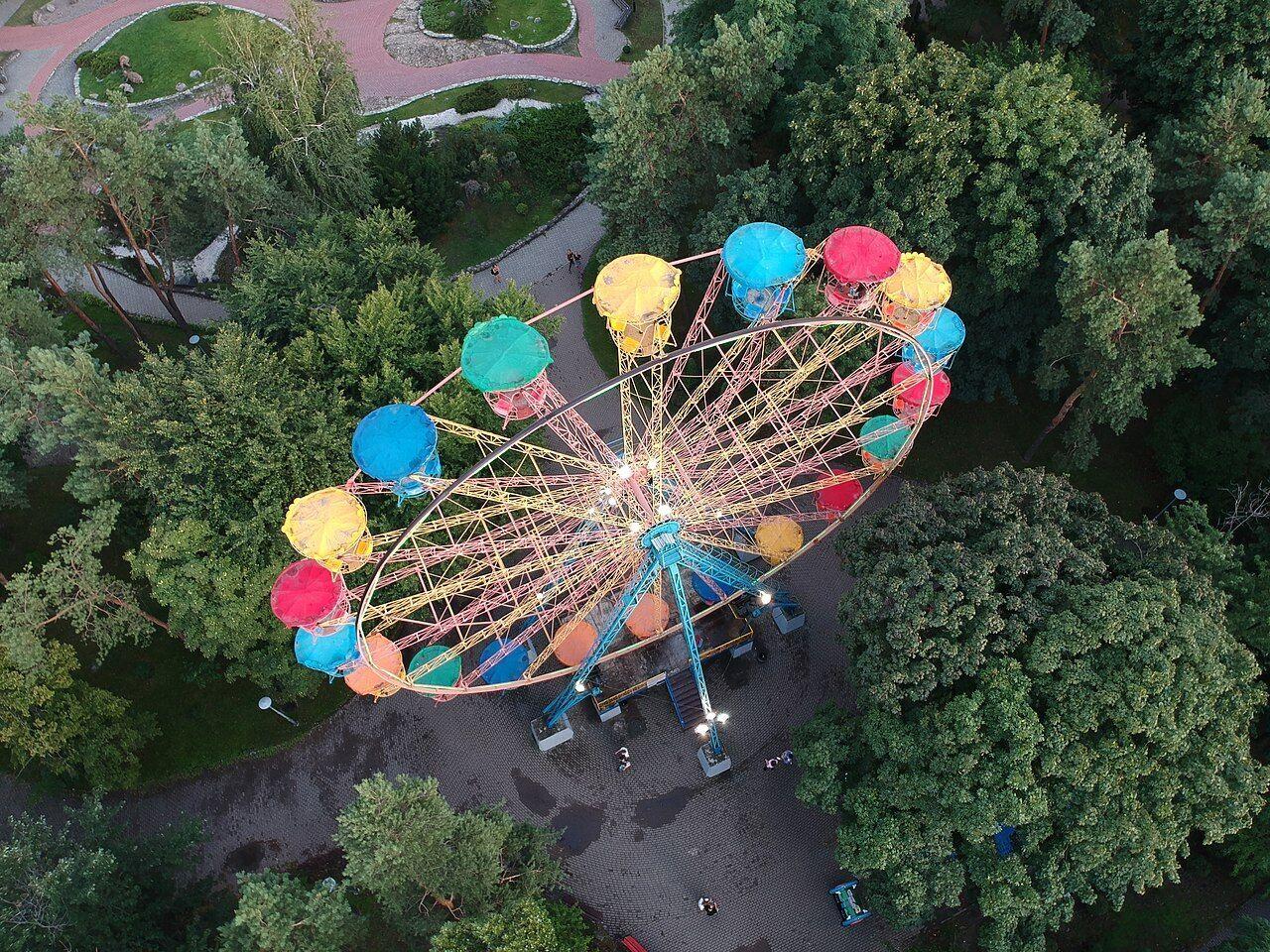 Колесо обозрения в парке Победа.