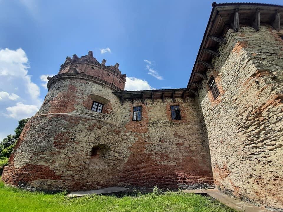 Дворец в городе Хмельник