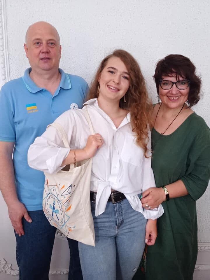 Олена Коваленко у команді з Артуром Шубенком придумала плаформу, що об'єднує волонтерів, UniTeer