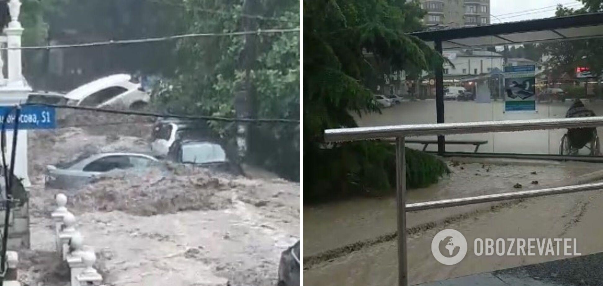 Вода знесла автомобілі й затопила переходи