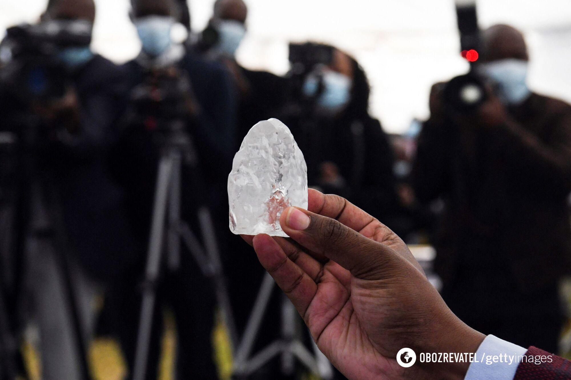 Найденный алмаз размером с яйцо