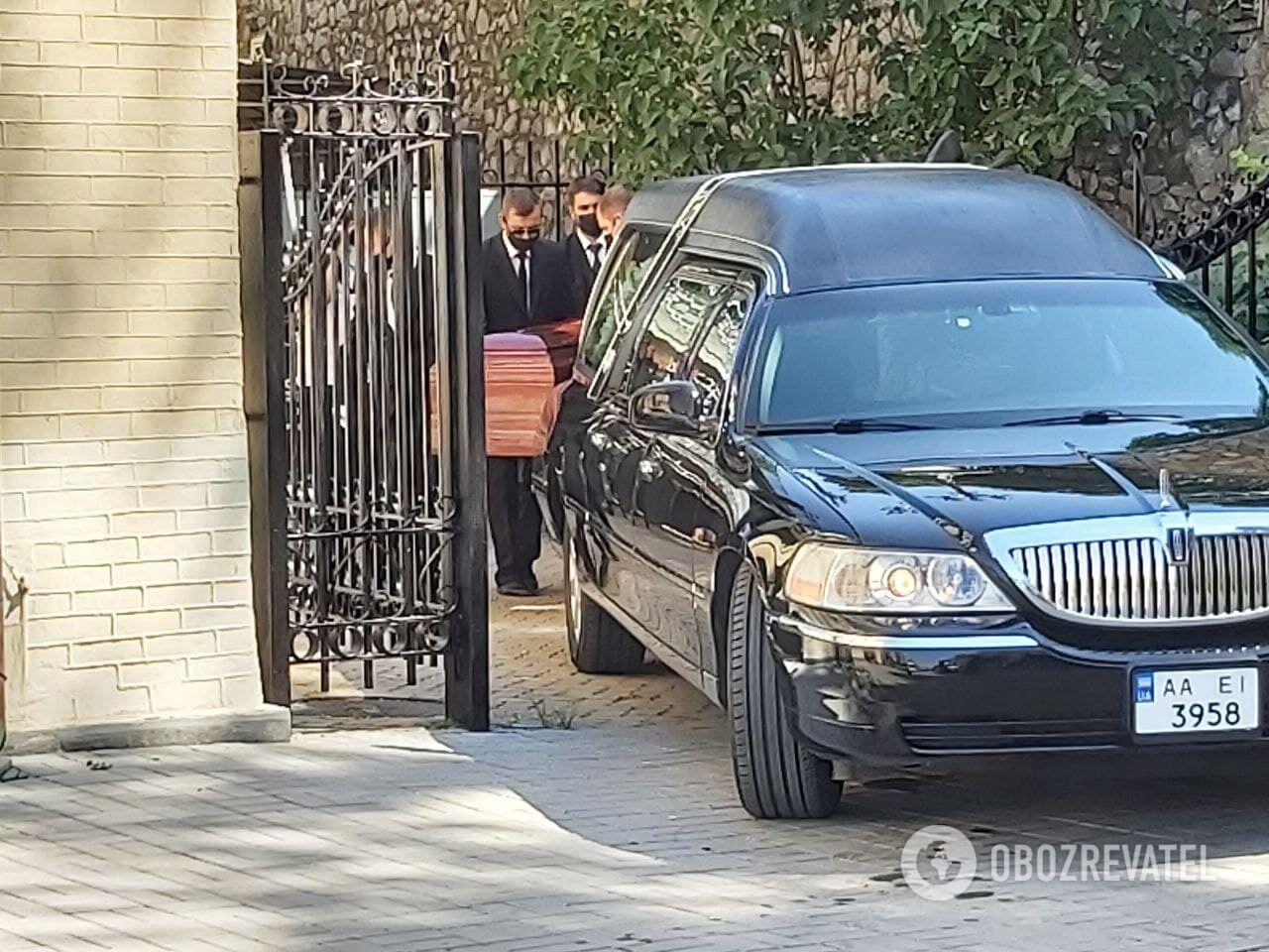 Церемония прощания с Чапкисом проходит в Национальной Филармонии Украины