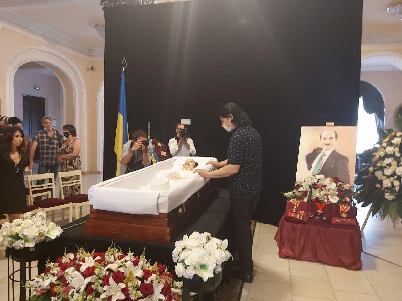 Павло Зібров на церемонії прощання з Чапкісом