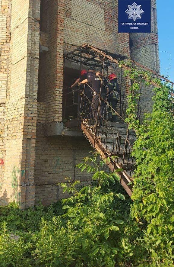 Инцидент произошел в недостроенном здании.