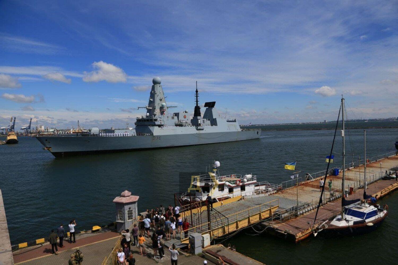 У порт Одеси зайшли два судна НАТО. Фото, відео