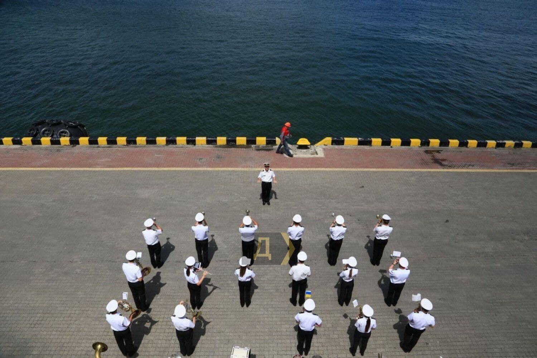 Зустріч кораблів НАТО на суші.