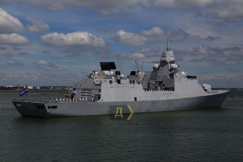 Есмінець HMS Defender D36.