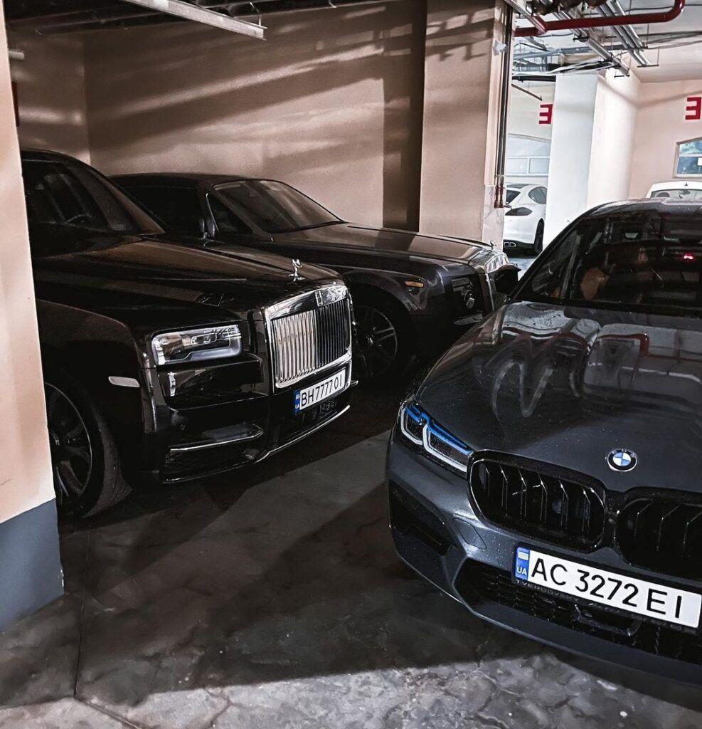 Два Rolls-Royce на паркінгу в Одесі