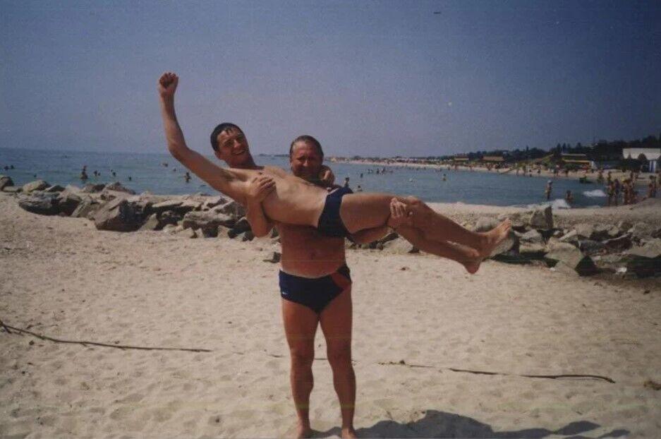 Сергій Притула з татом на морі.