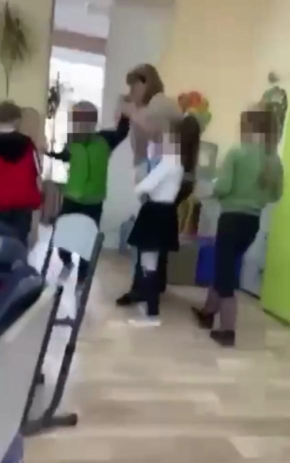 Момент жорстокого поводження з дитиною.