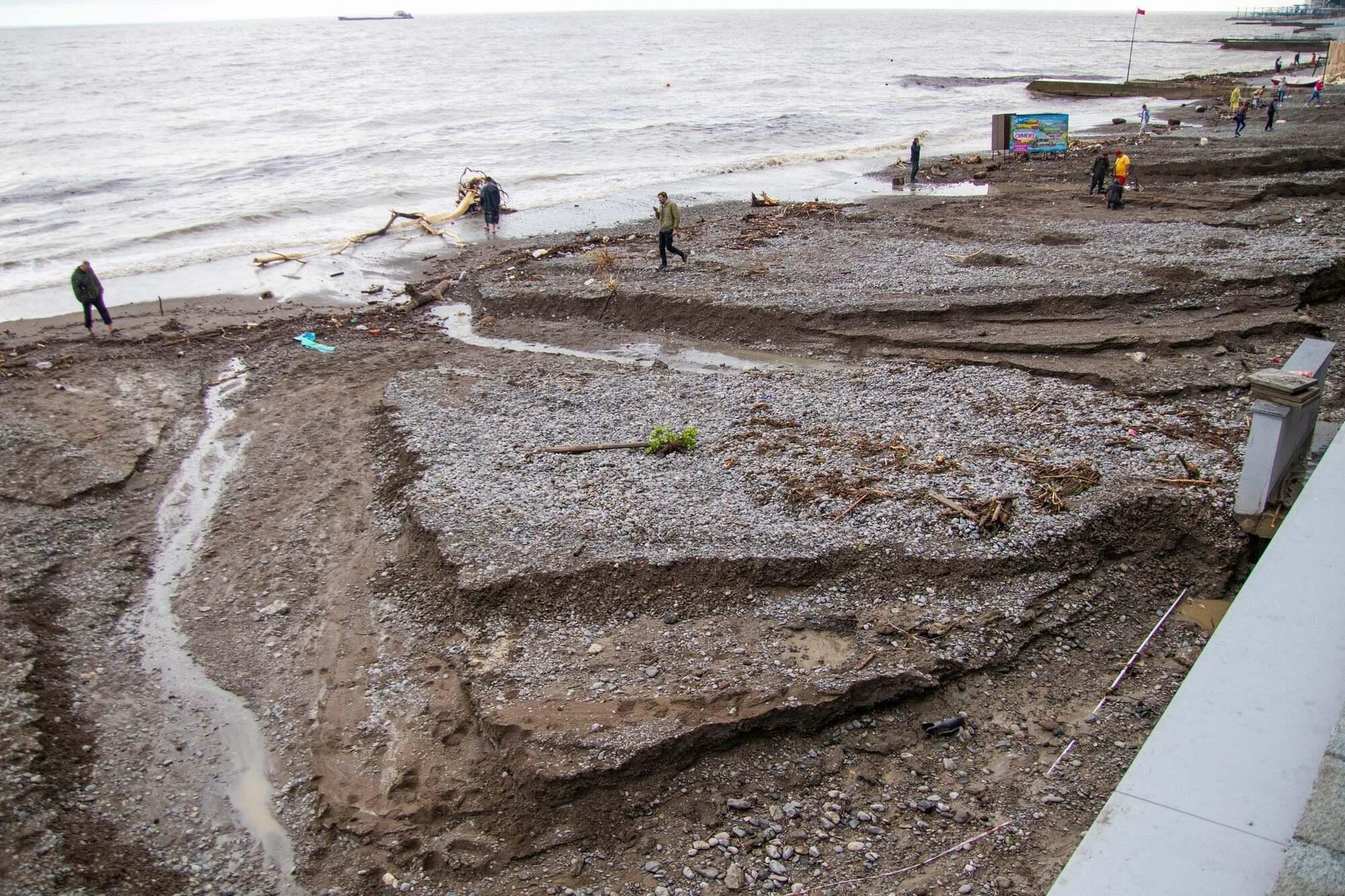 У Ялті змило пляжі.