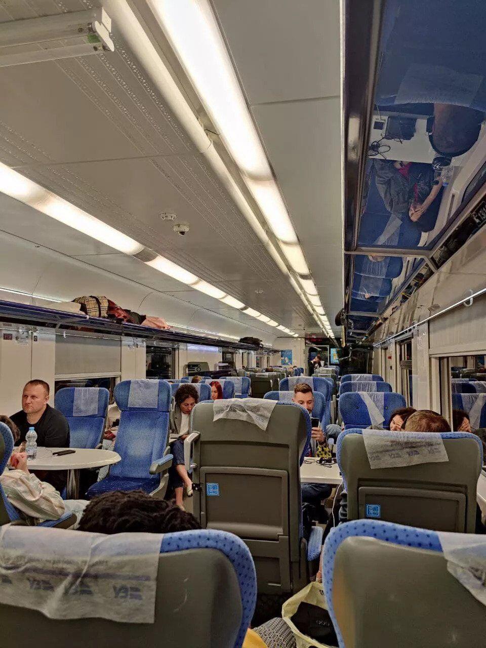 Кадры из вагона поезда