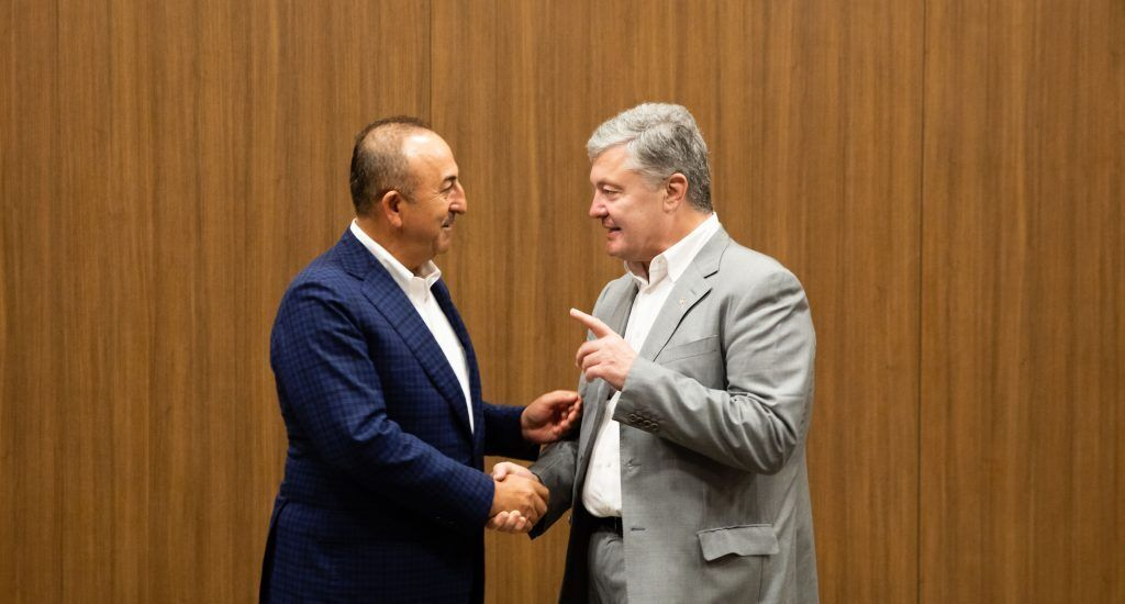 Порошенко обсудил с главой МИД Турции деоккупации украинского Крыма