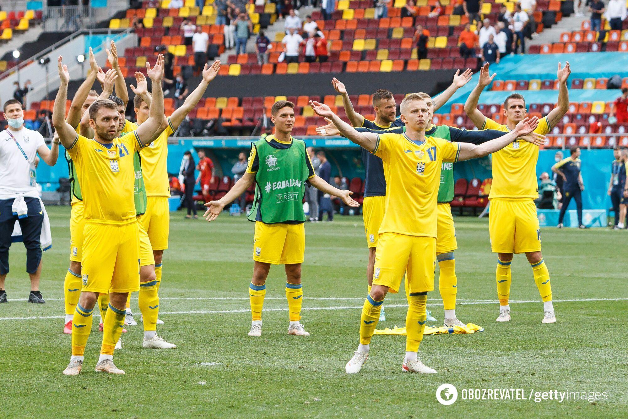 Футболисты сборной Украины благодарят болельщиков после матча с Северной Македонией