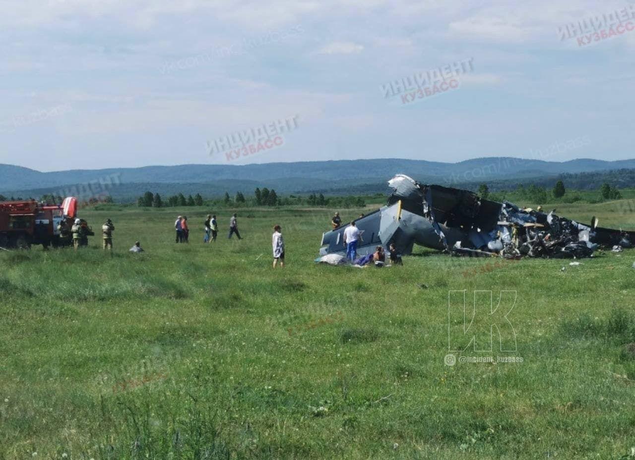 На Кузбасі впав літак із людьми.