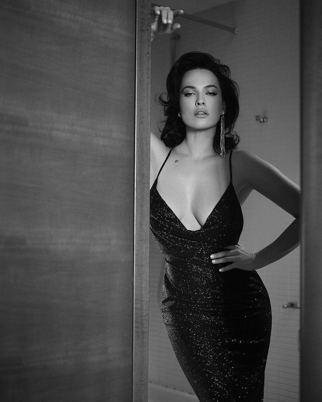 Даша Астафьева в откровенном платье