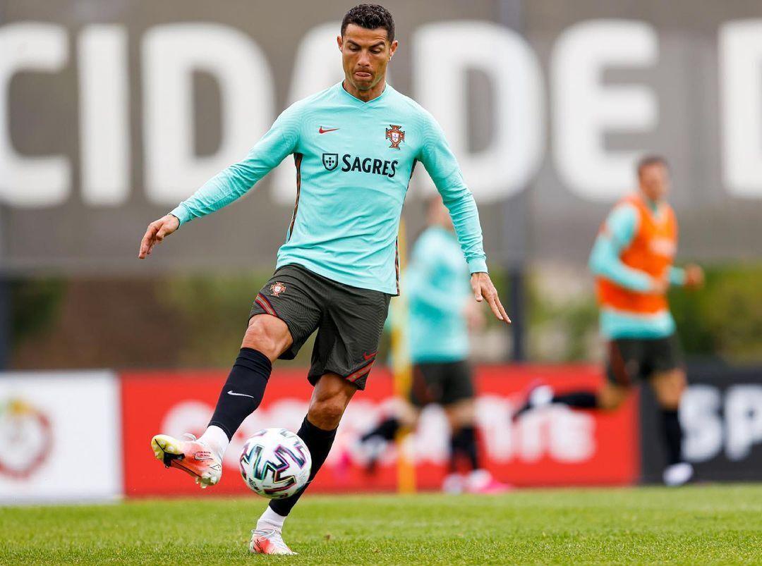 Криштиану Роналду считается одним из лучших футболистов всех времен.