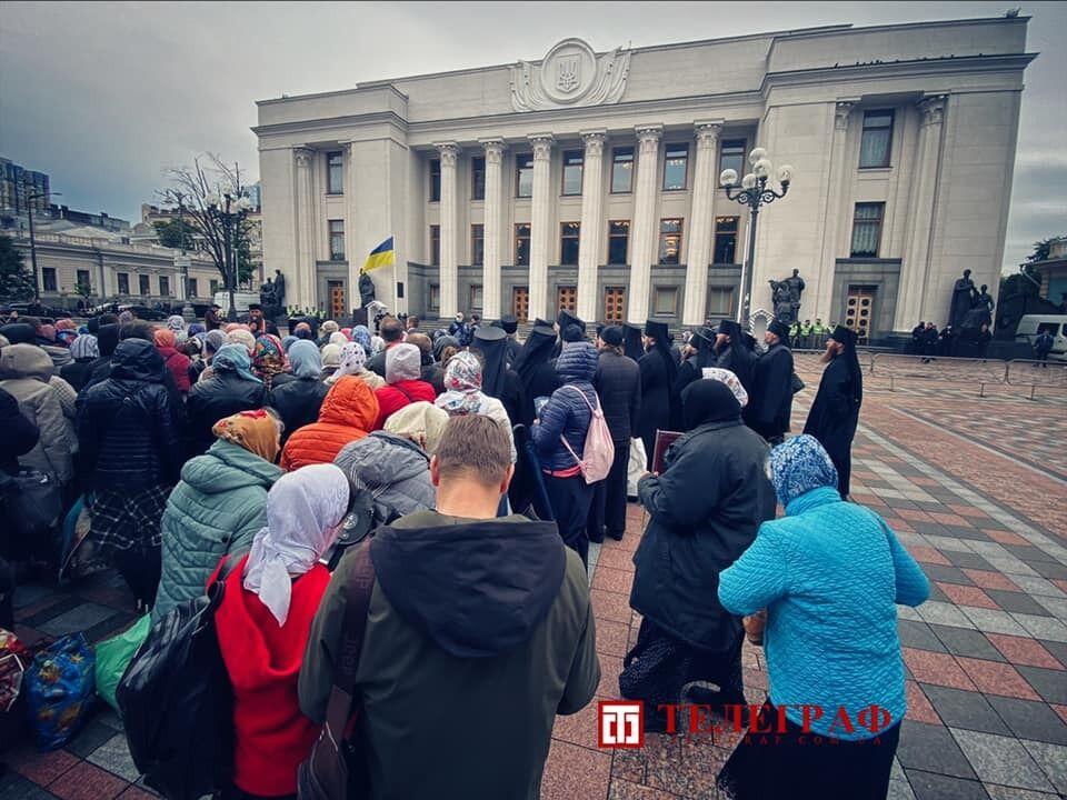 Віряни протестували під Радою