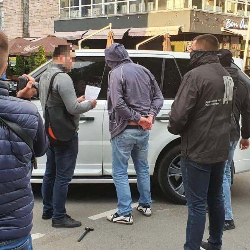 На хабарі в $160 тисяч затримали заступника голови Чернігівської ОДА. Фото
