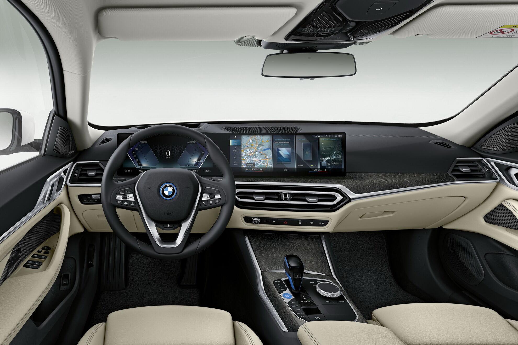 Цифровий кокпіт BMW i4 містить об'єднаний під загальним склом екран для приладів та сенсорний дисплей мультимедіа