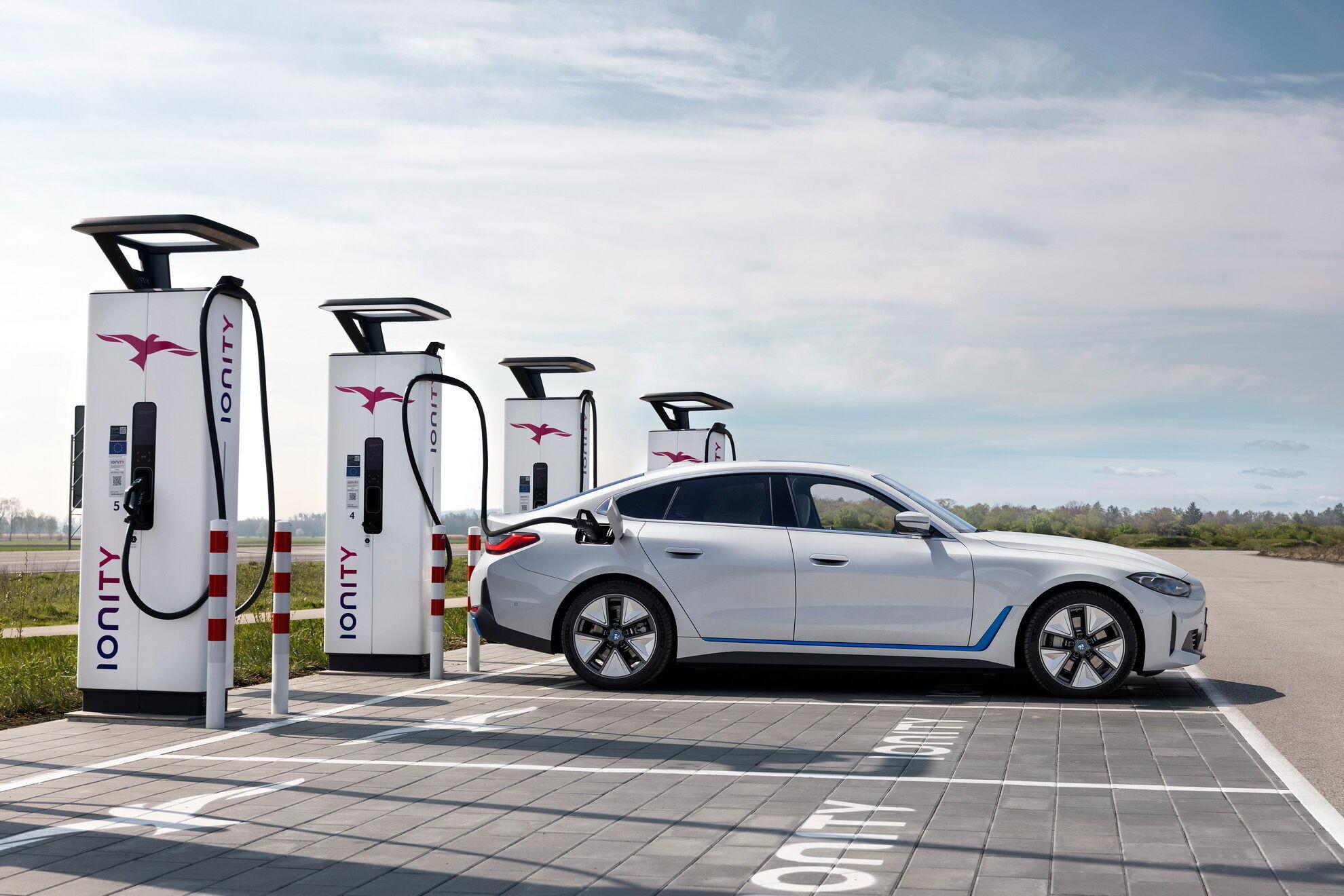 Від терміналу постійного струму потужністю 200 кВт зарядити батарею з 10% до 80% можна за пів години