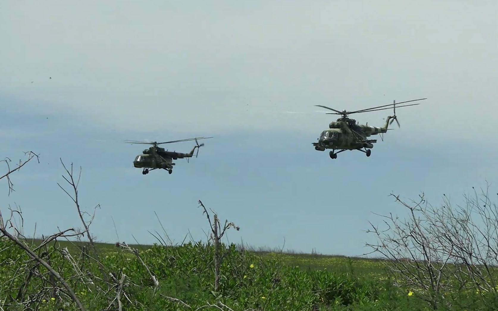Вертолітники ЗСУ створювали умови підрозділам ДШВ для зайняття оборони вздовж берегової смуги