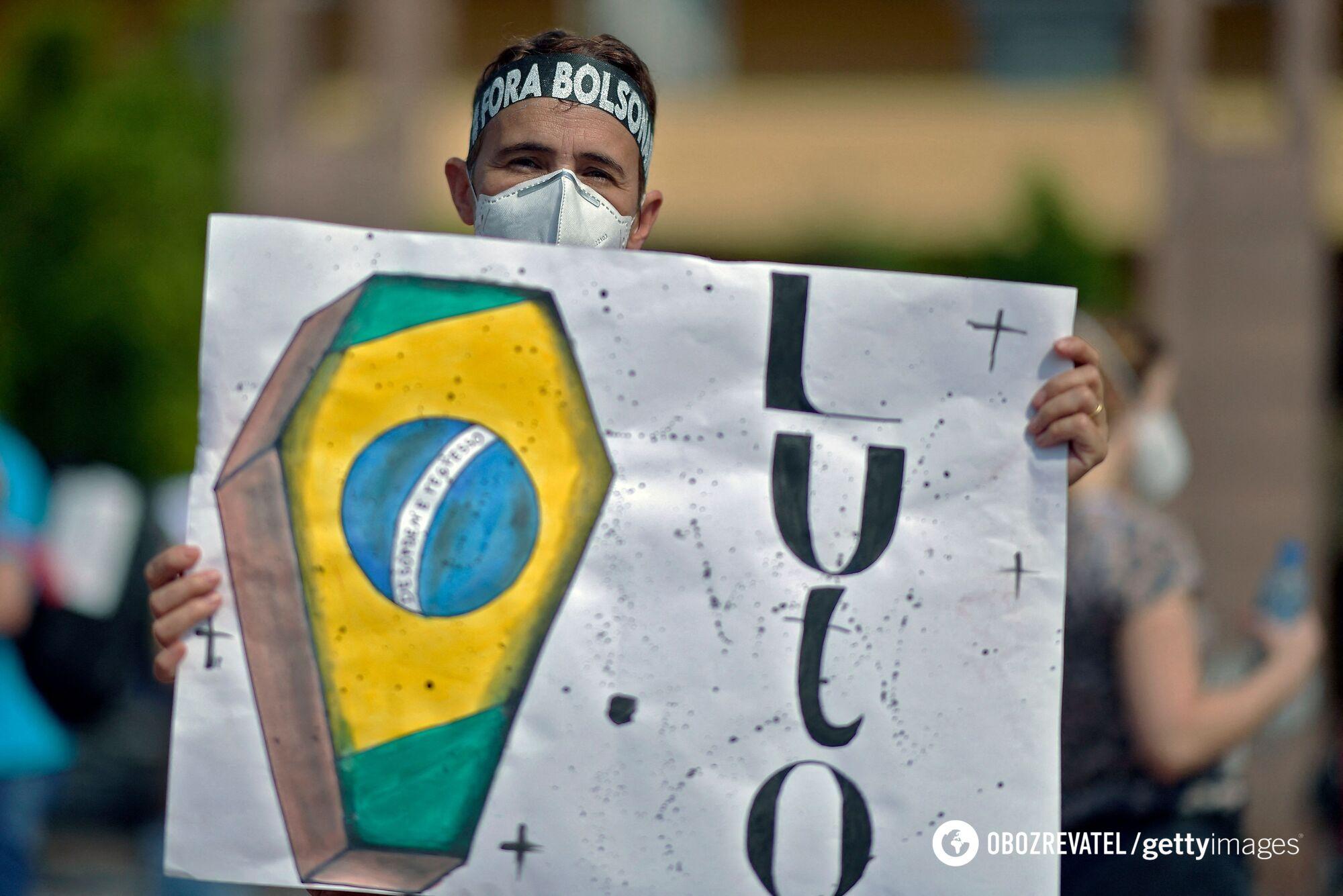 Антиправительственный протест в Бразилии из-за ситуации с коронавирусом
