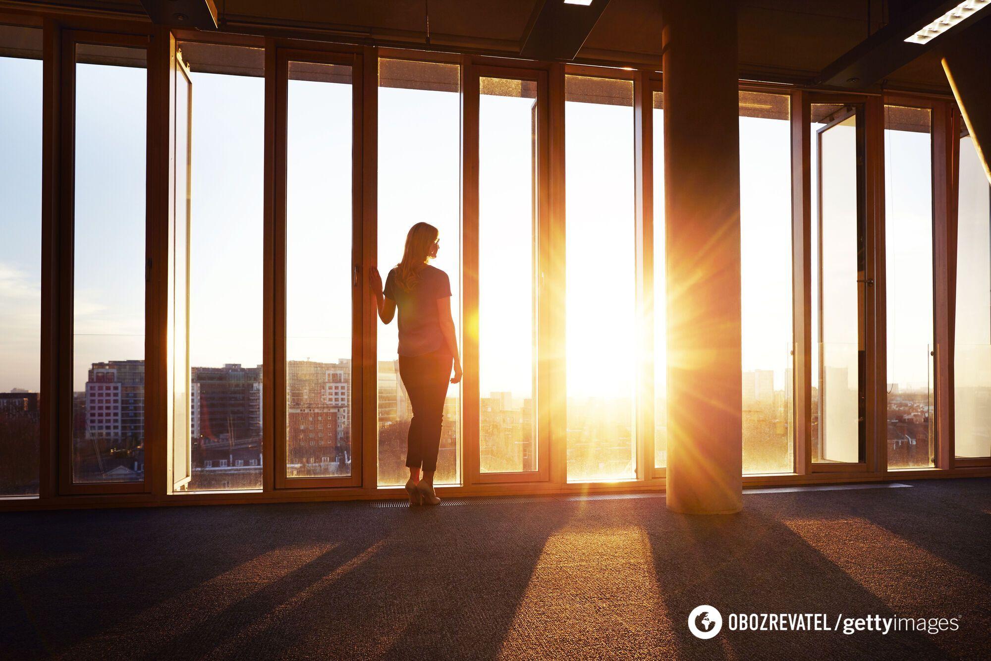 Летом солнцезащитный крем и стекло лишают возможности образования природного витамина D.