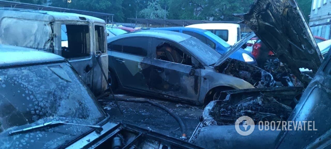 У Херсоні на автостоянці горіли 9 автомобілів