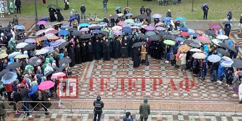 Вони молилися, щоб в Україні остаточне не ввели електронні паспорти