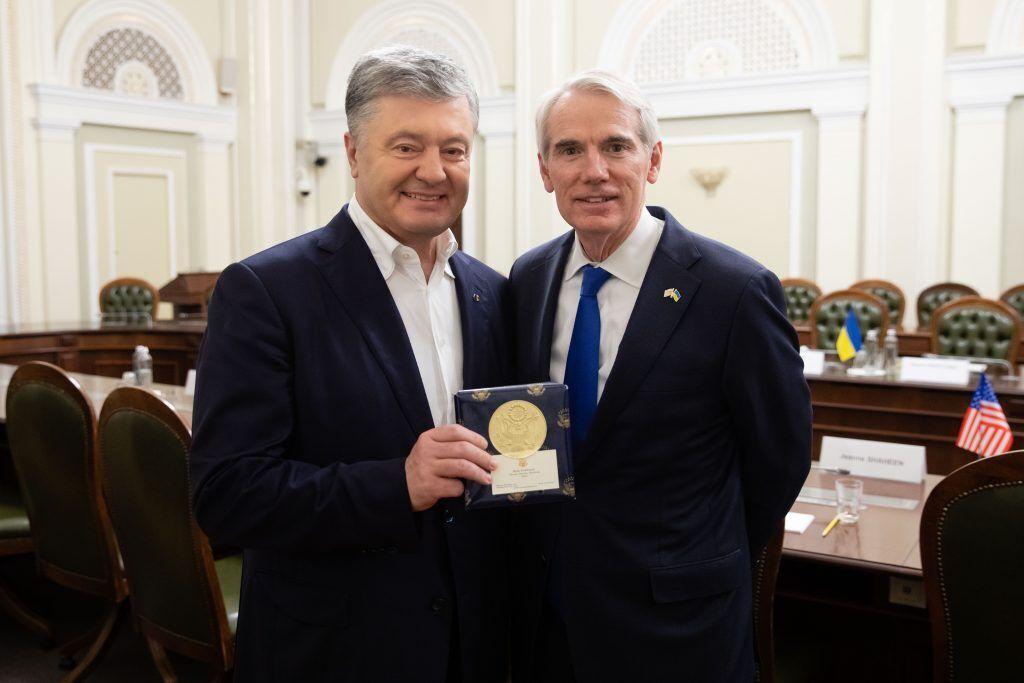 Порошенко зустрівся з делегацією сенаторів зі США