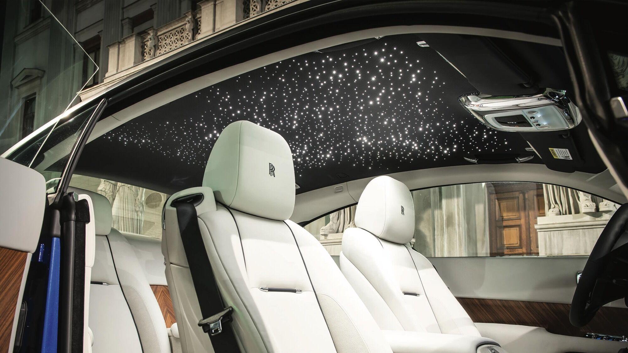 Стеля у салоні Rolls-Royce