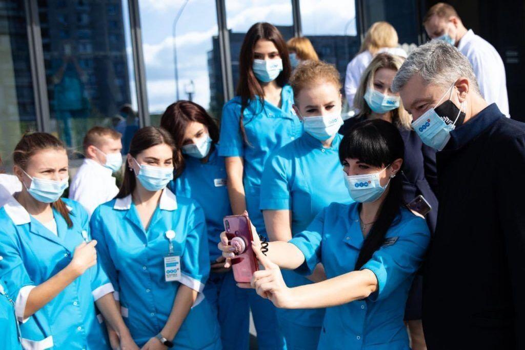 Порошенко – украинским медикам: вы проявили себя как настоящие герои