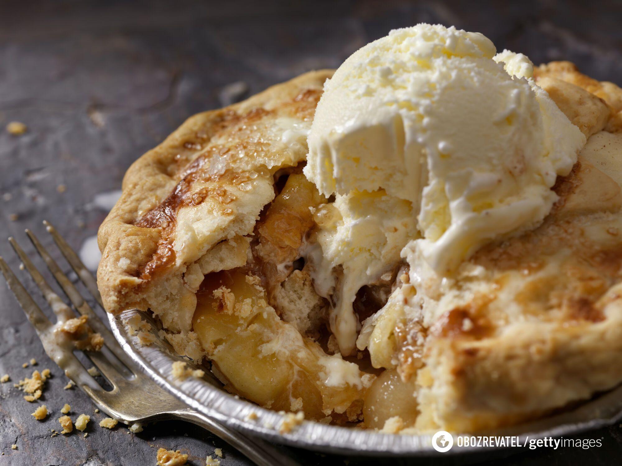 Пиріг з яблуками та морозивом