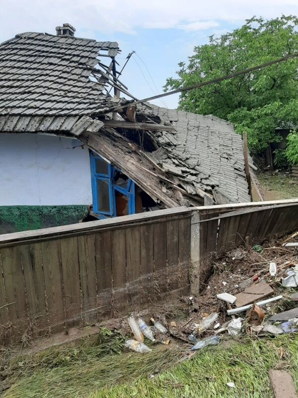 В селе Викно непогода разрушила дом