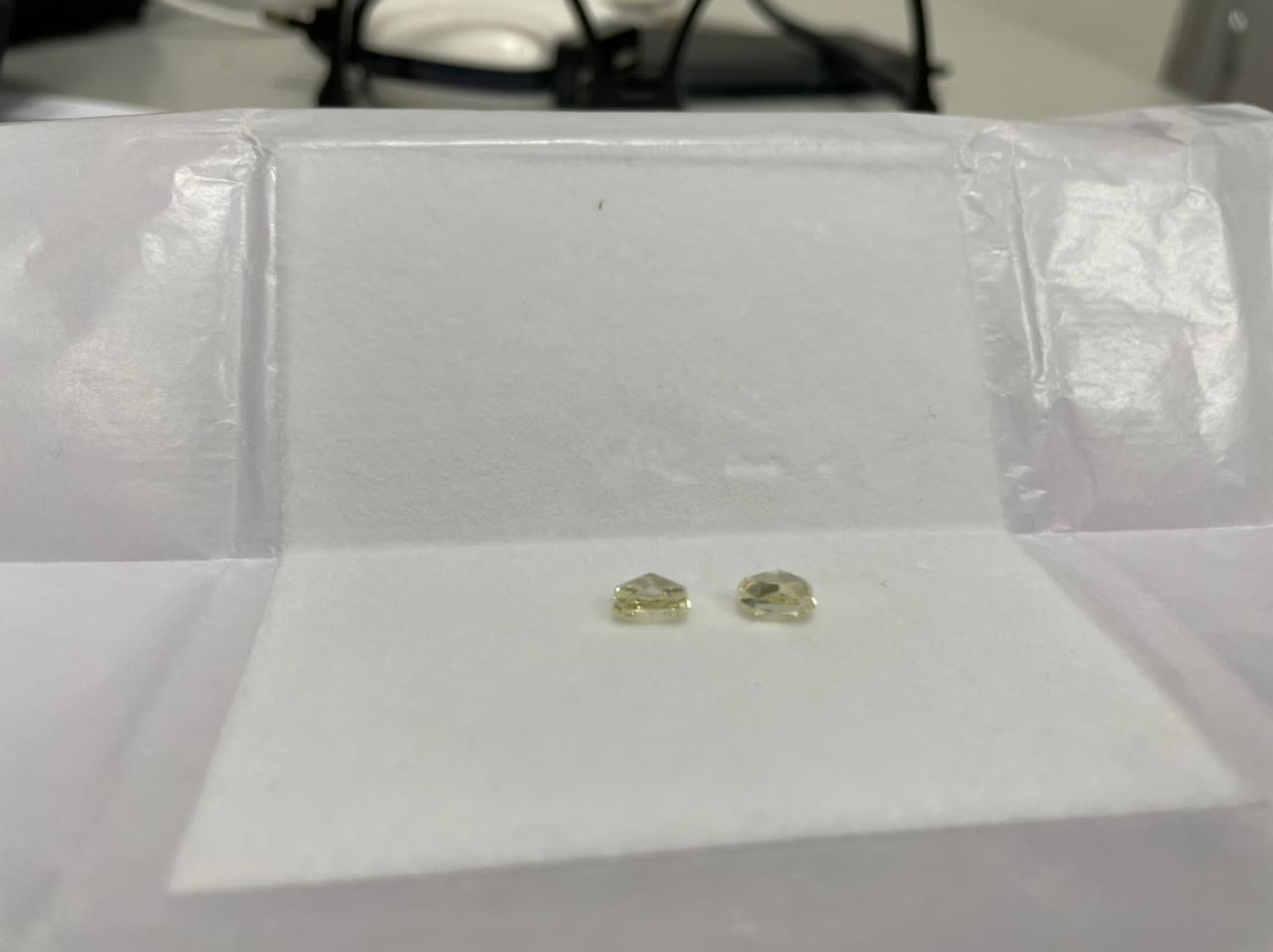 Вага діамантів 2,21 карат