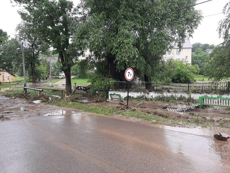 Подтоплены дороги в селе Викно