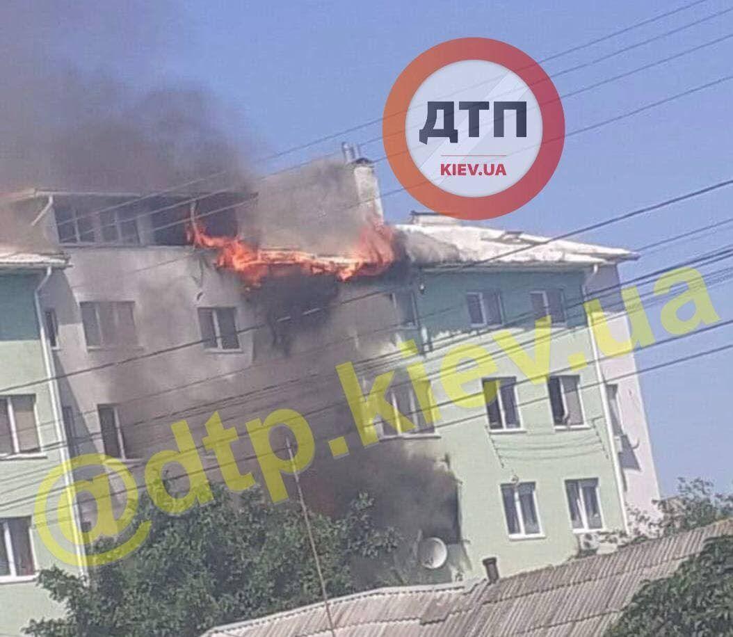 У Білогородці горить будинок після вибуху.