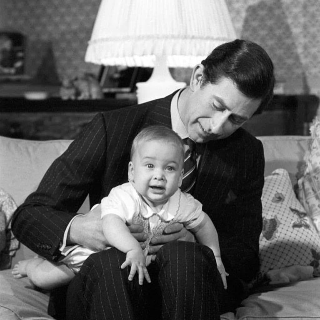 Принц Чарльз з маленьким сином.