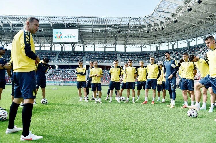 Украинцы с утра провели тренировку перед матчем.