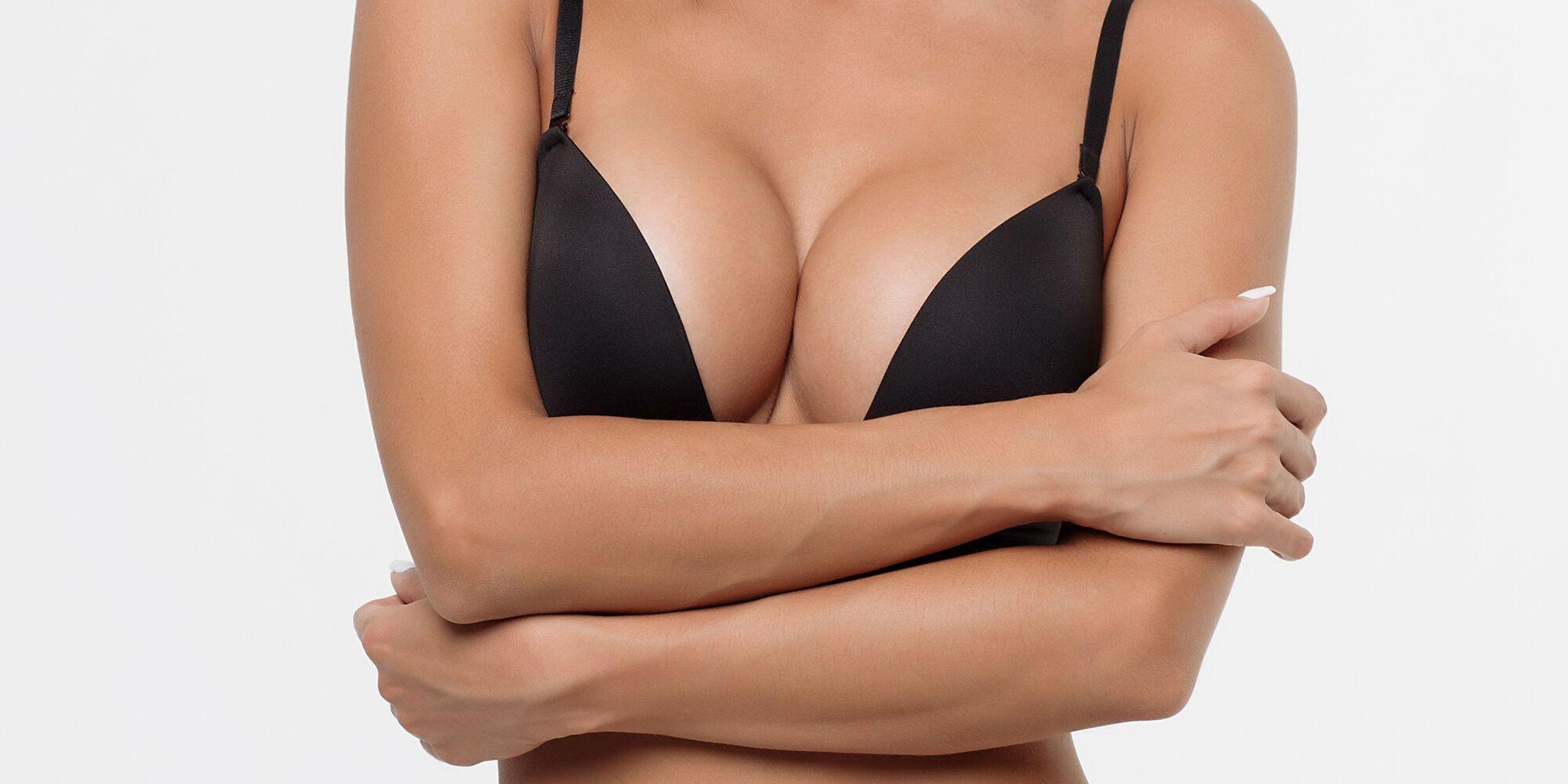 Женщина перенесла 39 операций по увеличению груди.