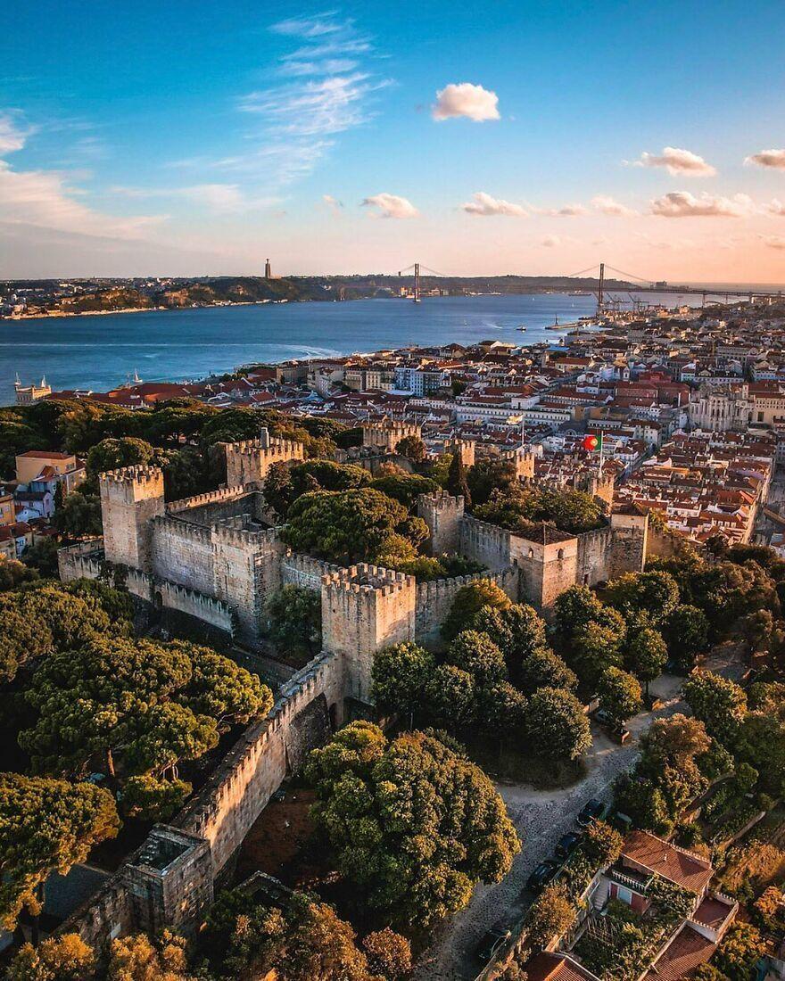 Замок Сан-Хорхе в Лиссабоне – Португалия.