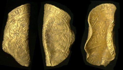В Британии обнаружили две редкие монеты, которым больше 600 лет. Фото